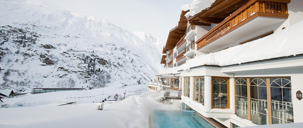 Hotel von außen Winter