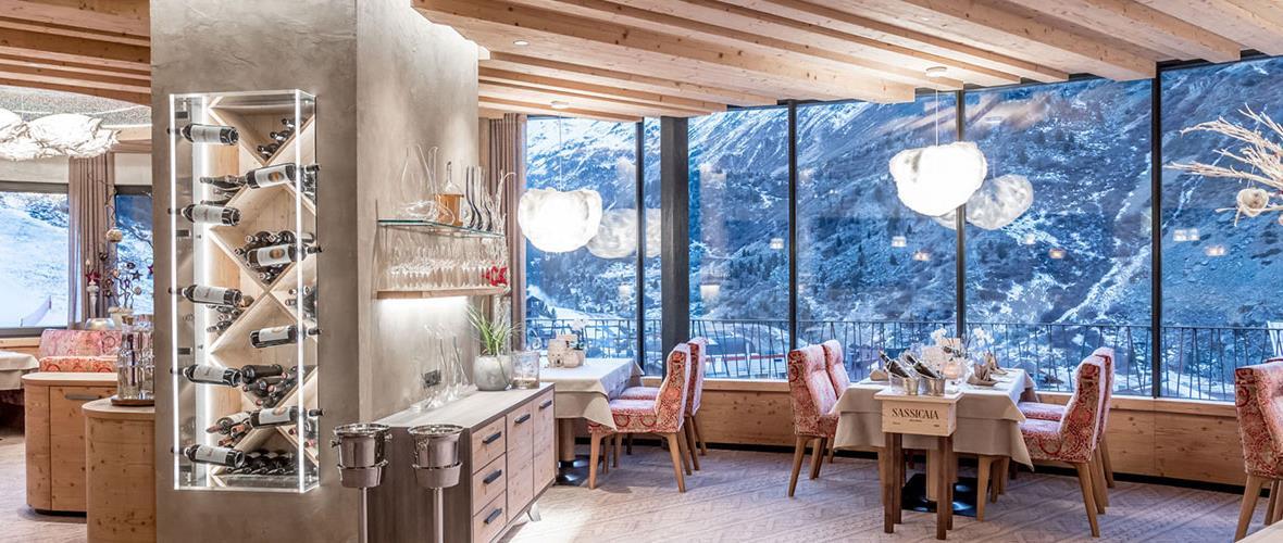 Hotel-Restaurant mit Ausblick in die Berge